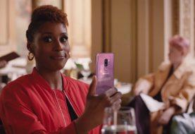 Issa Rae, dans l'annonce du Samsung Galaxy S9 aux Oscars, vous dit de faire quelque chose