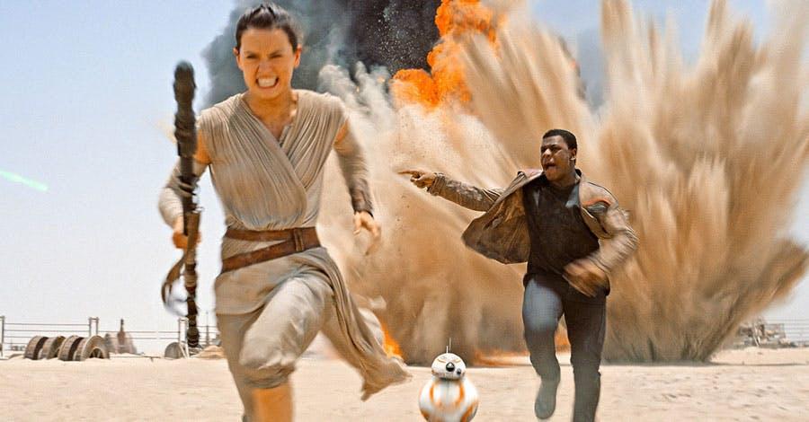 Abrams dit que la blessure de Harrison Ford lui a permis de retravailler la relation Finn / Rey